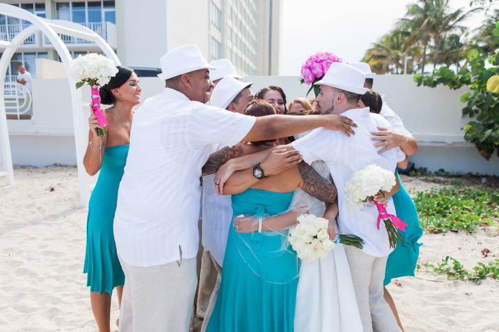 glosite wedding website miami wedding group hug